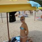 Sexy Babe im Urlaub