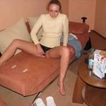 Blondine mit Mini-Titten bläst
