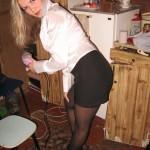 Blondes Mädel mit dicken Titten zeigt alles