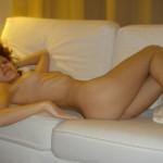 Mädel lässt sich nackt von ihrer Freundin lecken