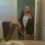 Erfahrene Blondine spreizt die Beine