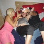 Zwei sehr sexy Mädchen machen Nacktfotos und fingern sich ein bisschen