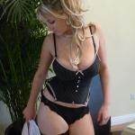 Sexy Blondine mit heftigen Titten