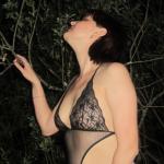 Sexy Amateur Ehefrau posiert
